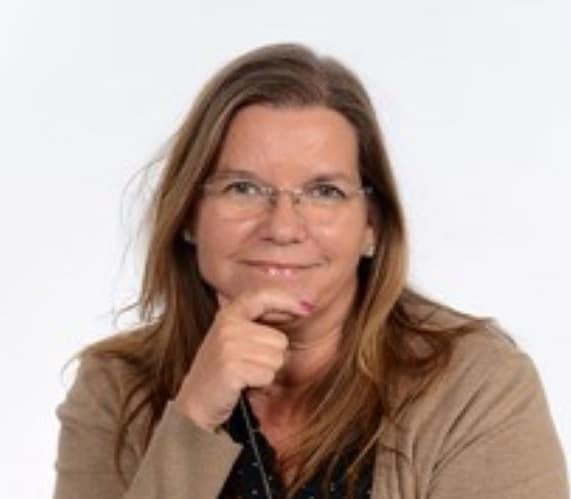 Joan grafiker freelancer assistent ansat